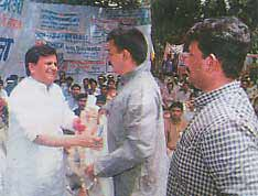 Ahmed Patel with party workers in Jharkhand