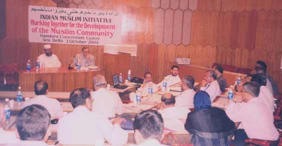 Discussion during the IMI meeting presided by Maulana Salman Husaini. To his left is convenor Zafarul-Islam Khan