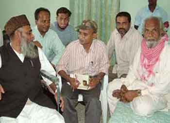 Naxalite leader Rama Krishna welcomes Maulana Naseeruddin and Lateef Khan