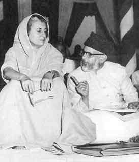 Yunus Saleem with Indira Gandhi
