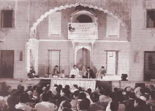 Noted ghazal singer Asma Mannan performing at Diwan-e Aam of Gohar Mahal in Bhopal as part of an Indo-French workshop on 21 Feb. 05