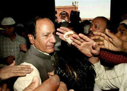 "Unwanted advice: Pakistan ruling Muslim League president Chowdhury Shujaat Husain visited Delhi Jama Masjid on 1 April where he offered advice to Muslims to be ""loyal"" to India."