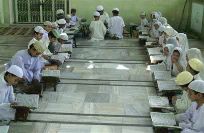 Children read Qur'an in an Ahmedabad madrasah