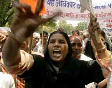 Indian Muslim woman shouting slogans against US behaviour in Iraq, near the US embassy in Delhi