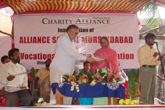 Distribution of certificates to successful vocational trainees