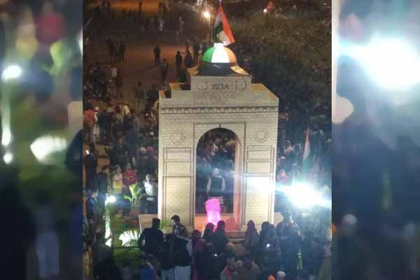 Artists created another India Gate replica at Shaheenbagh