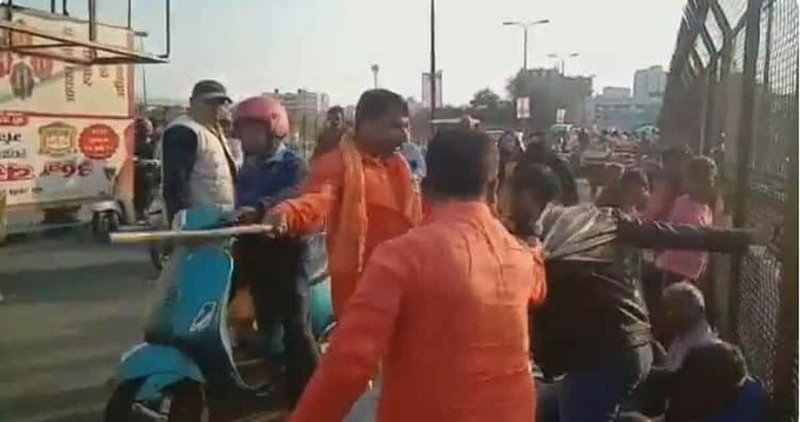 A group of men, reported of  Vishwa Hindu Dal, were seen on camera assaulting two Kashmiri youths in Daliganj locality in Uttar Pradesh's capital city of Lucknow. (March 6, 2019)